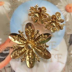 VTG Gold Tone Metal Floral Brooch & Earrings